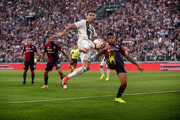 842ba4289bf Suvel Real Madridist Juventusesse siirdunud Cristiano Ronaldo jaoks pole  uus Meistrite liiga hooaeg päris plaanipäraselt alanud – esimeses mängus  Valencia ...
